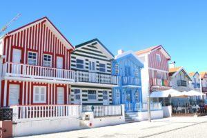 maison maison en ville façade immobilier Portugal Aveiro immobilier maisons colorées quartier résidentiel belles maisons maisons de poupées